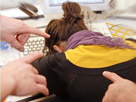 Ein typisches Bild beim Mobbing - ein Klick zur Seminarbeschreibung